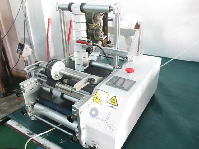 syringe labeling machinery with expiry date.jpg