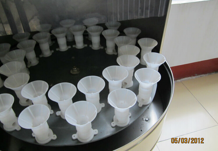 bottles washing machinery semi automatic.jpg