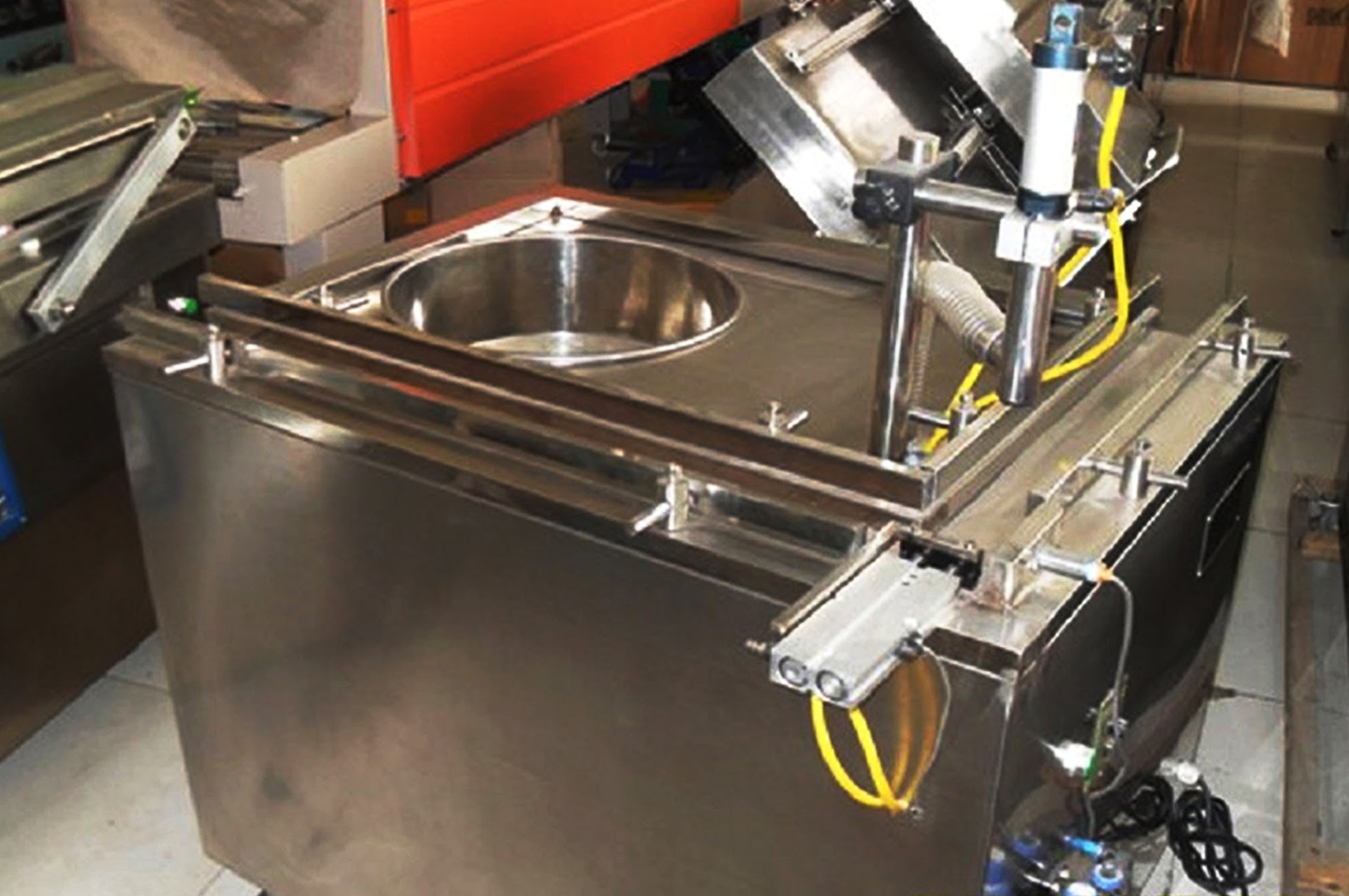 pepper sauce filling machinery.jpg