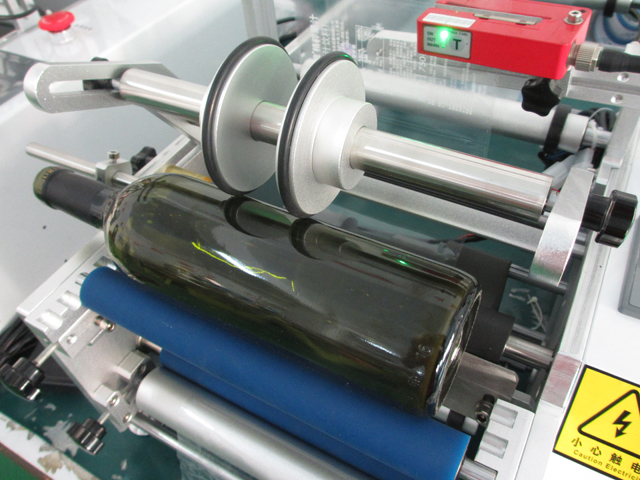 transparent bottles labeling machines.jpg