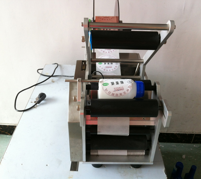 labeling machine for round containers.jpg